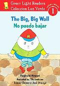 The Big, Big Wall/No puedo bajar (Green Light Readers Level 1) (Spanish and English Edition)