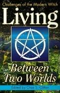 Living Between Two Worlds : Challenges of the Modern Witch - Chas S. Clifton - Paperback
