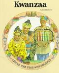 Kwanzaa: Circle The Year With Holidays - Janet Riehecky - Paperback