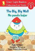 The Big, Big Wall/No puedo bajar (Green Light Readers Level 1) (Spanish and English Edition)