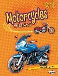 Motorcycles on the Move (Lightning Bolt Books Vroom-Vroom)