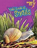 Let's Look at Snails (Lightning Bolt Books  - Animal Close-Ups)