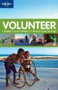 Volunteer : A Traveller's Guide to Making a Difference Around the World